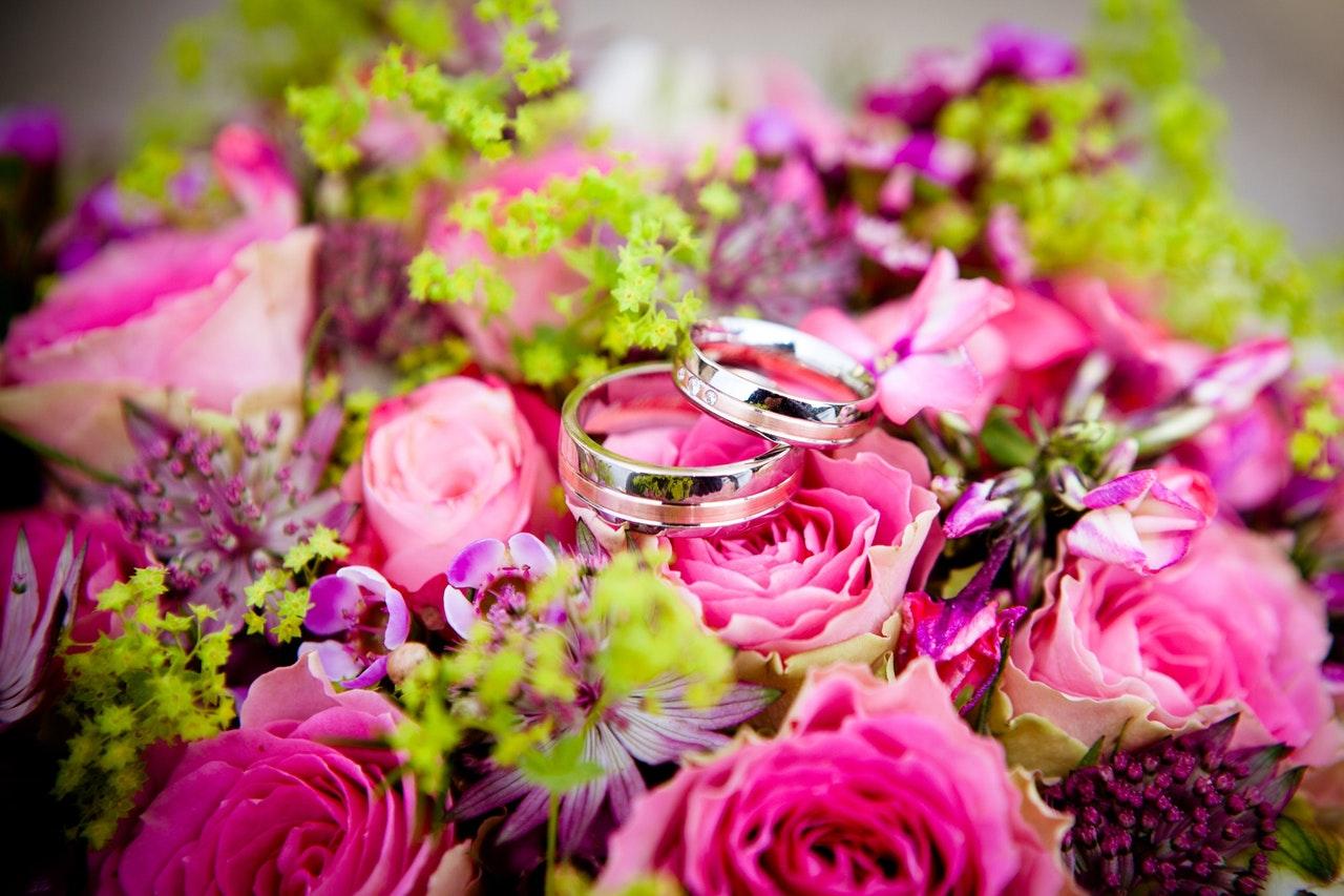 芸能人の結婚指輪としても選ばれる指輪ブランドといえば?